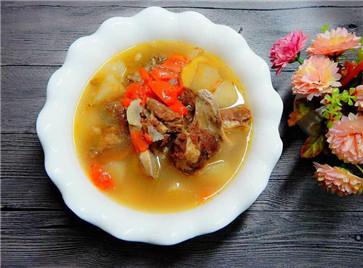 胡萝卜牛骨汤的做法